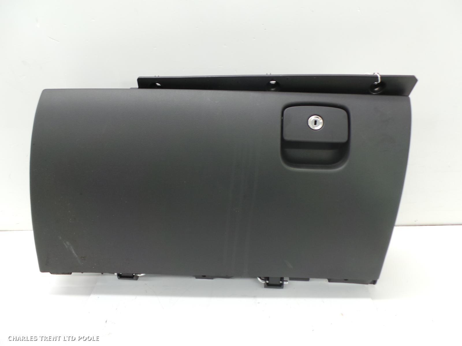 2016 - JAGUAR - XE - GLOVE BOX