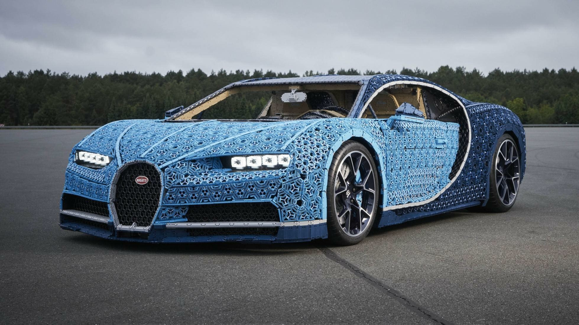 Behold This Life-Size, Lego Technic Bugatti Chiron